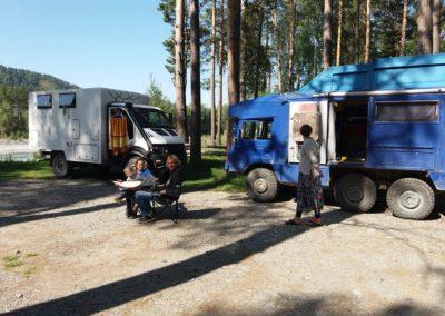 Am Katun treffen wir Rita und Urs mit seinem Pinzgauer 6x6
