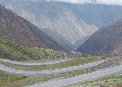 Beeindruckende Abfahrt vom Pass in den Canyon