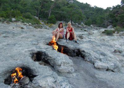 Die Damen nach der Wanderung zum ewigen Feuer von Chimära