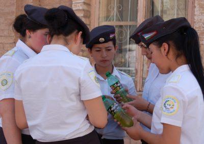 Die zukünftigen Polizistinnen Usbekistans