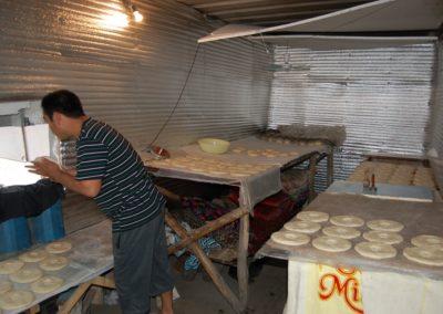 In der Bäckerei wird der Teig vorbereitet