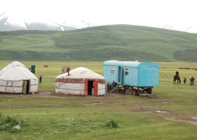 In diesem Hochtal auf 2400 m.ü.M lassen sich die Nomaden nieder, obwohl zwischendurch noch Schnee fällt.