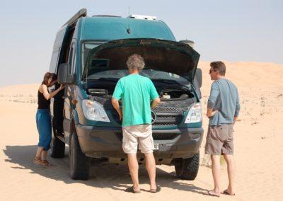 Kleine Panne in der Wüste