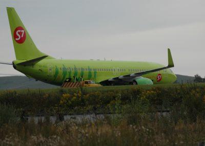 Mit diesem schönen grünen Flieger reisen Carol, Mike und Mara von Gorno Altaysk Richtung Saanenland