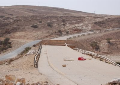 Von den Wassermassen zerstörte Brücke