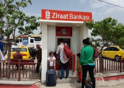 Der Bankomat der Karten schluckt