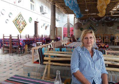 Nach einem ganzen Tag auf den Beinen verdient Brigitte eine Erfrischung in einem der malerischen Innenhöfe