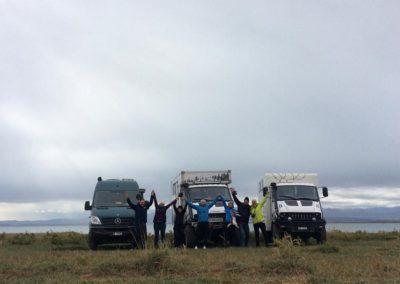 Wir treffen zum zweiten Mal Oksana und Vladimir aus Russland, die auch mit einem T-Rex unterwegs sind